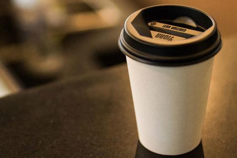 Μετά την πλαστική σακούλα, έρχεται φόρος και στα ποτήρια του καφέ