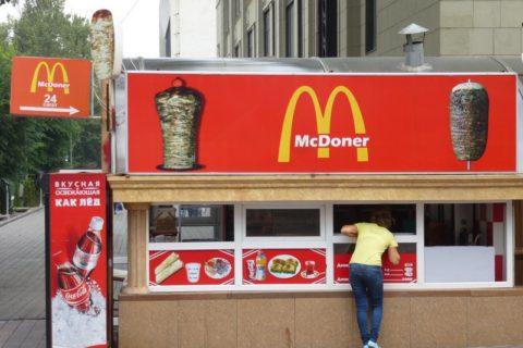 Αστείες απομιμήσεις γνωστών αλυσίδων Fast-Food
