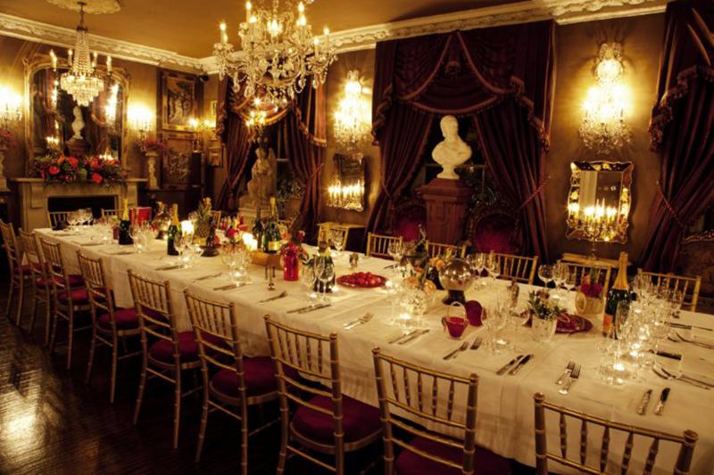 Ballroom-Christmas-768x512