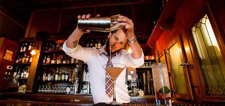"""5+1 συμβουλές για νεαρούς bartender που σκέπτονται να """"ξενιτευτούν"""" για καλοκαιρινή εργασία"""
