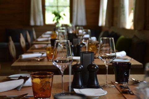 7 τάσεις που αλλάζουν την εμπειρία του φαγητού: Η ποιότητα στο επίκεντρο & Τα κοινόχρηστα τραπέζια που γίνονται συνήθεια