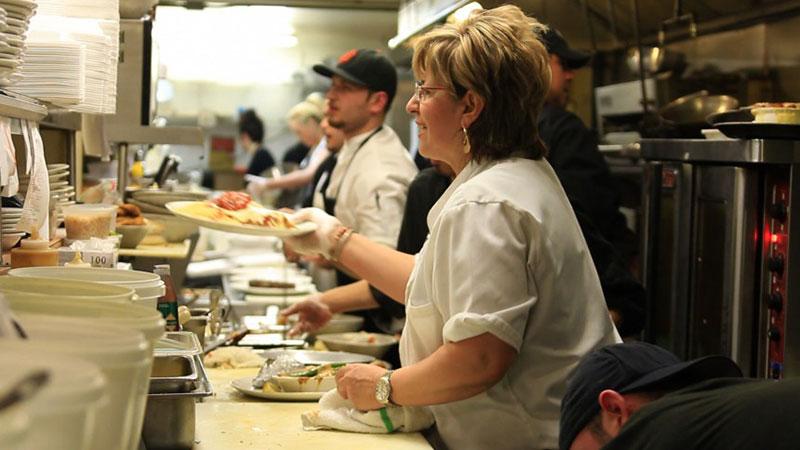 Γιατί υπάρχουν τόσες λίγες γυναίκες σεφ στα εστιατόρια;