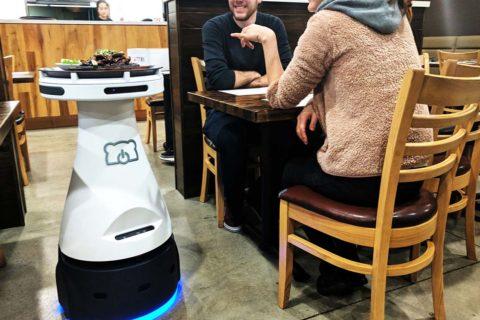 Penny: Το ρομπότ που σερβίρει στην Καλιφόρνια