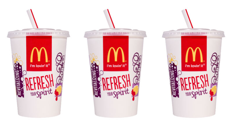 Η McDonald's καταργεί τα πλαστικά καλαμάκια