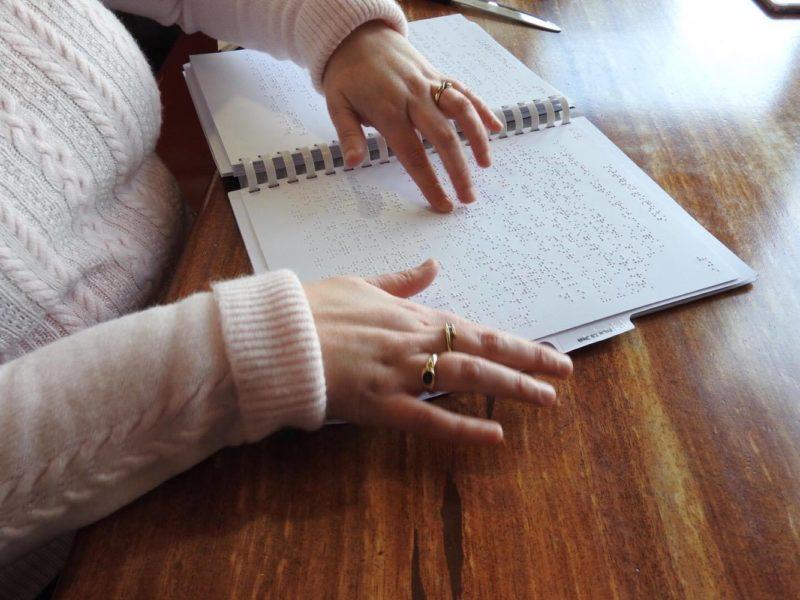 Πρόστιμο σε εστιατόρια και καφέ χωρίς τιμοκαταλόγους braille