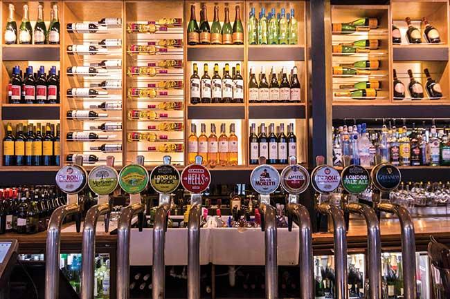 ΠΟΙΟΤΗΤΑ & ΠΟΣΟΤΗΤΑ στο μπαρ: Τι ποτά να επιλέξετε & πώς να υπολογίσετε την ποσότητα;