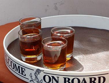 Προδιαγραφές για τη χρήση της ένδειξης «ρακόμελο» ως συμπληρωματικής της επωνυμίας λικέρ ή αλκοολούχο ποτό