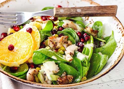Συνταγή: Σαλάτα σπανάκι με κοτόπουλο και ρόδι