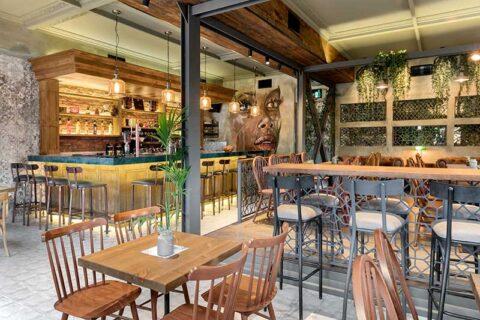 BARANGA: H παλιά αποθήκη που μεταμορφώθηκε σε all day cafe bar