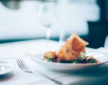 """Ξενοδοχεία και Εστίαση: Πώς θα εξελιχθεί το """"Food & Beverage"""" το 2021;"""