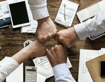 Ποιες τακτικές μάρκετινγκ ενισχύουν την αφοσίωση των πελατών;