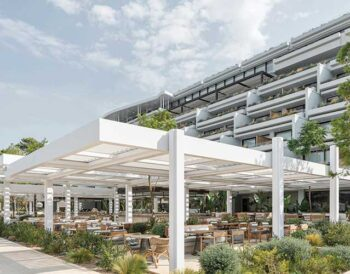 HELIOS: Το ηλιόλουστο Εστιατόριο του Four Seasons Astir Palace Beach Resort
