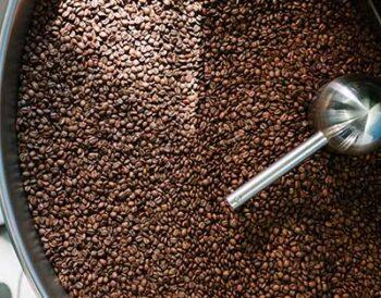Γιατί κάποιος να καβουρδίζει τον καφέ στον χώρο του;